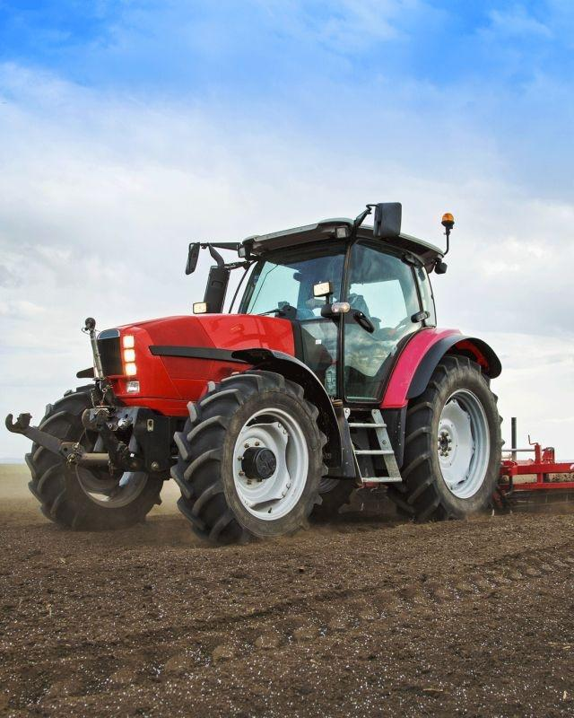 JERRY FABRICS Deka mikroflanel s digitálním tiskem Traktor red  Polyester, 120/150 cm
